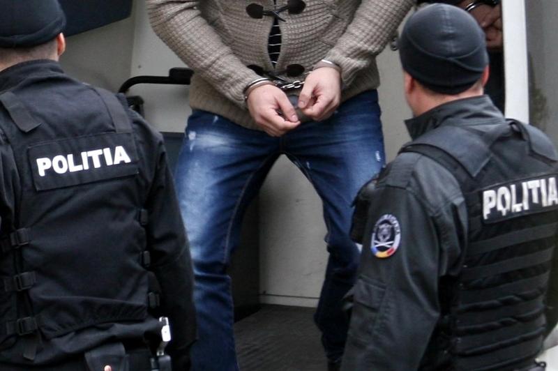 Nemţean urmărit internaţional, prins de poliţişti